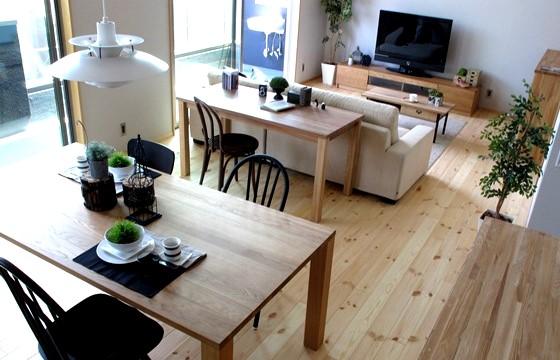 ナラ無垢材の家具で統一したナチュラル&ブラックのナチュラルコーディネート事例